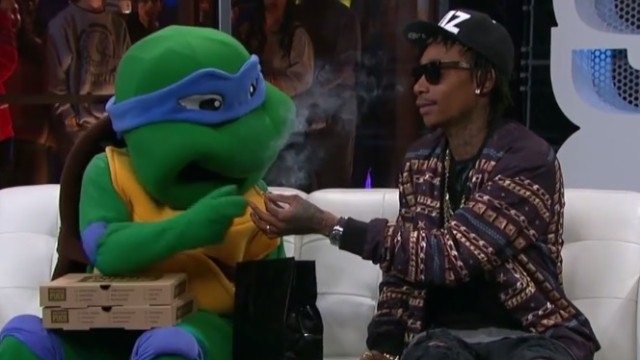 Wiz Khalifa Smokes Up With Leonardo