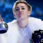 Miley Cyrus smokes weed at VMAs 25