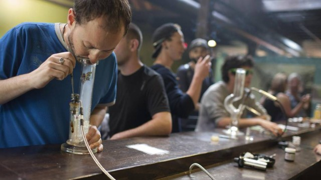 Vancouver plans to outlaw vapour lounges