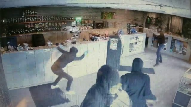 Dispensary robbers thwarted by bong